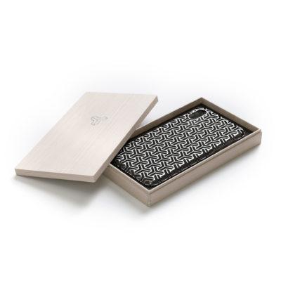 錫のiphoneケース